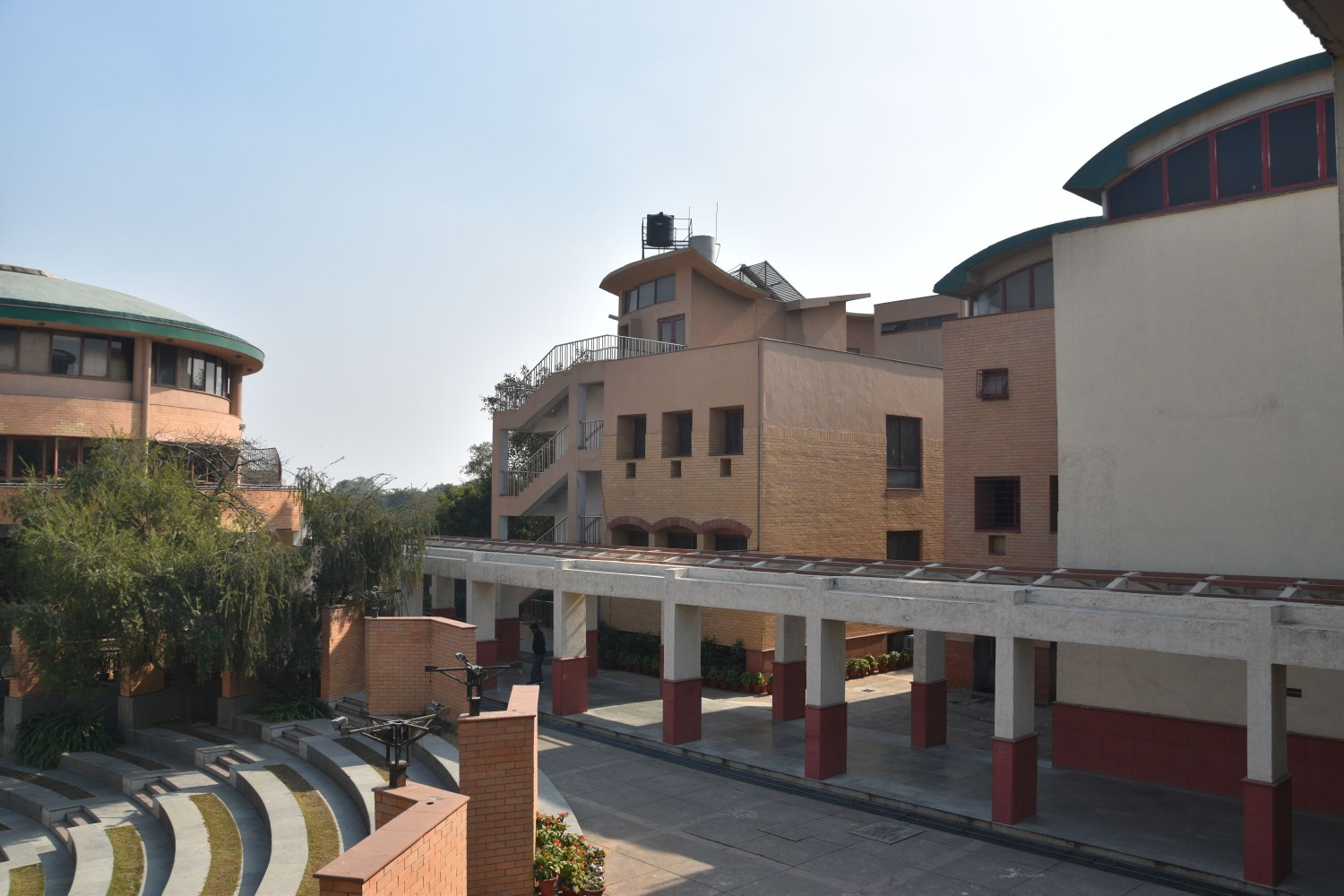 Photo of the amphitheatre, canteen and 5th grade block from the first floor.